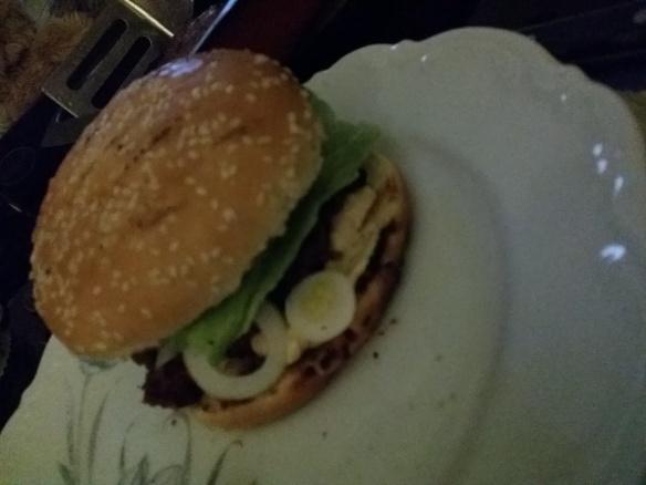 Åt hemgjorda Burgers.