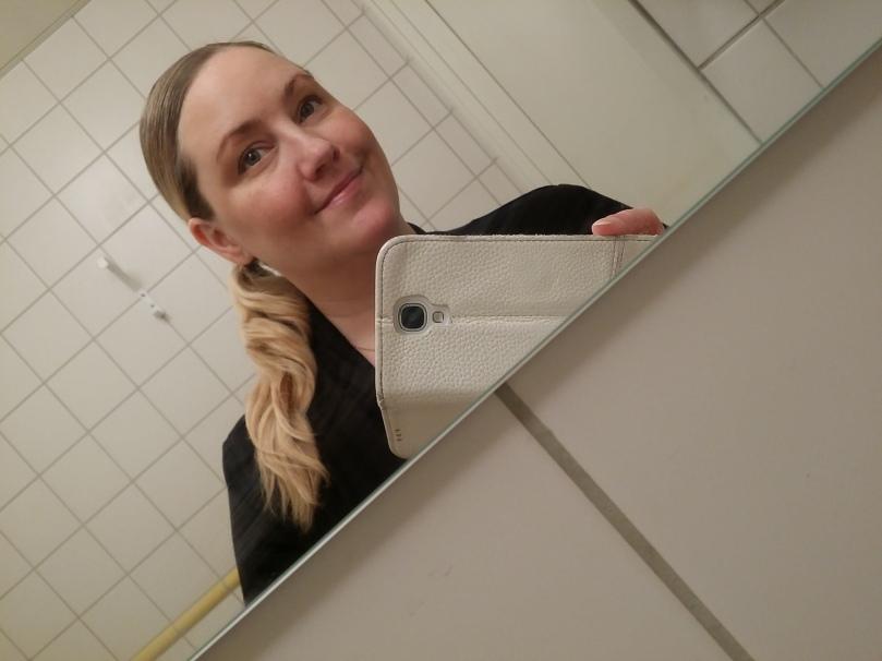 Man är ingen bloggerska utan en toa-selfie emellanåt har jag förstått. ;) ;)
