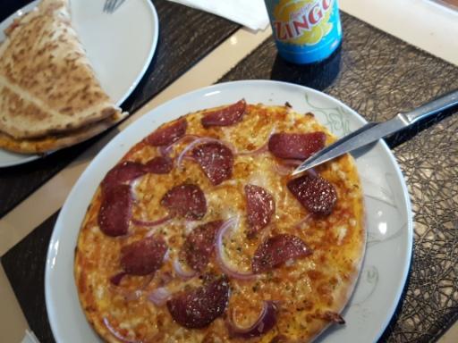 Pizzan var helt okej. Men stället var ofräscht. Fasaden var fräsch, men inuti... hua!