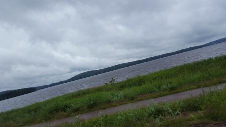 """På vägen hem genom Värmland tänkte jag på två saker jag brukade säga när jag var liten om detta vatten: """"Skrynkligt vatten"""" & """"Russin på vattnet"""", haha!"""