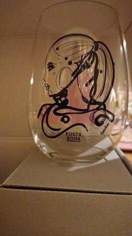 Såå fina glas jag fick av svägerskan R! Men så himla tunna, att en klumpedunsa som jag knappt kommer våga använda. ;)
